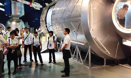 Students were visiting China Aerospace Museum.